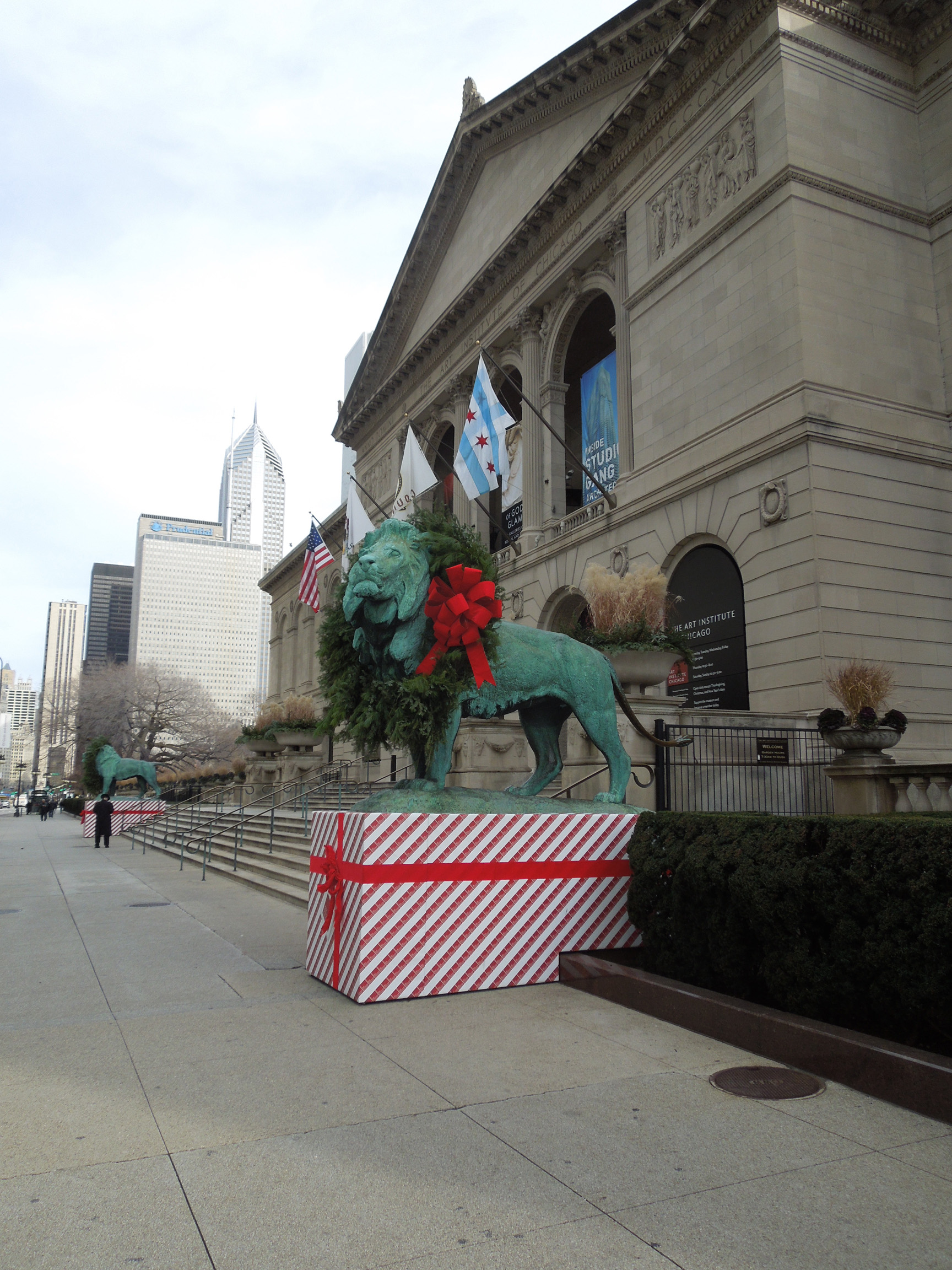 Chicago's Lions or Clothes Horses