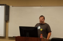 Guest Speaker Talks to Computer Science Students About Linux